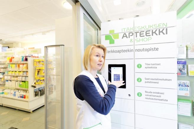 MIKKO KÄKELÄ, Lääketeknikko Johanna Satta Itäkeskuksen apteekissa.
