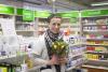 Apteekkarille kukkia kiitoksena lääkkeiden kotiinkuljetuksista