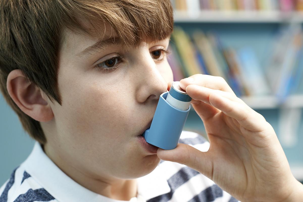 Poika inhaloi astmalääkkeen, INGIMAGE